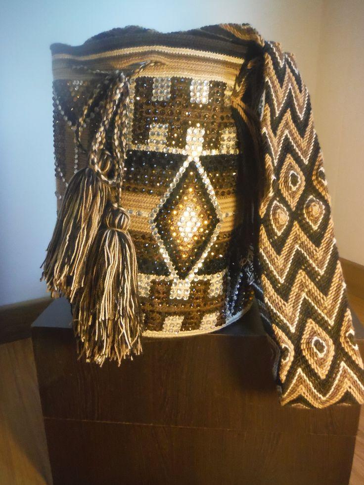 Mochilas decoradas con cristales de swarovsky. Variedad de colores y diseños o si tienes tu mochila te la puedo decorar... Pregunta ya! 3125008438