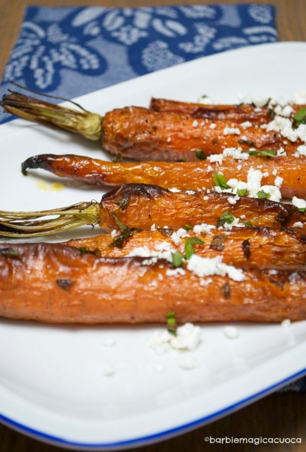 Carote speziate arrosto condite con feta e menta fresca - spiced carrots with feta and mint
