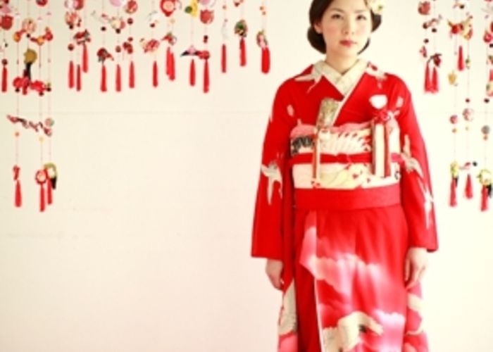 お引きずり姿にきゅん♡日本の伝統花嫁衣装「引き振袖」が美しい!のトップ画像