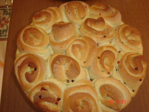 Questo pane molto decorativo da usare anche come centrotavola in un pranzo festivo,lo presi anni fa dal blog di Francesco ' 'la cucina...
