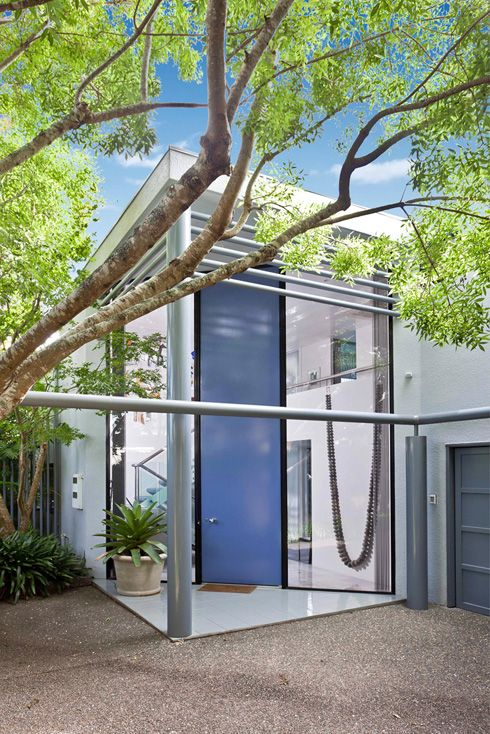 Remuera Townhouse featuring a signature Sang double height door