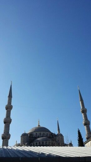 Blue Mosque, clear blue sky.