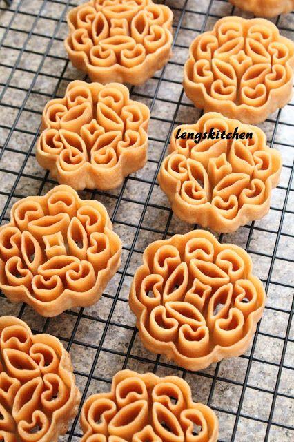 Kitchen Chaos: Beehive Cookies (Kuih Rose) 蜂窝饼 - Chinese New Year Series