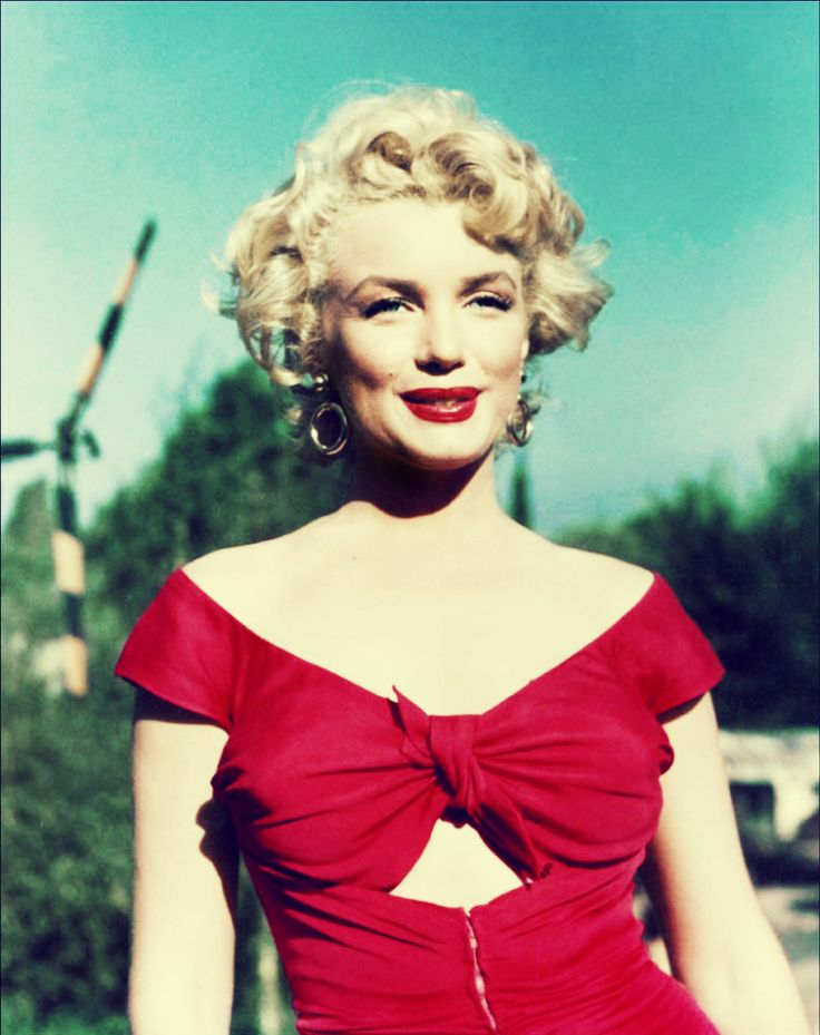 a biography of hollywood beauty marilyn monroe Marilyn monroe is best known as a sex symbol but she was also one  monroe  rose to fame in the early 1950s, the zenith of hollywood's studio system  or  puffy-eyed and makeup free, hair tangled from hours of fitful sleep.