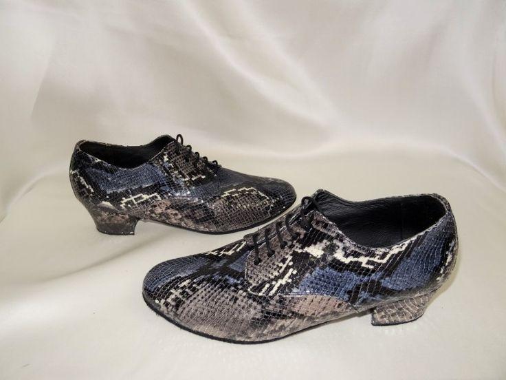 Chaussure de danse et de mariage haut de gamme, fabrication française, 100% personnalisable. Souple et confortable. Ici en  vipère gris bleu.
