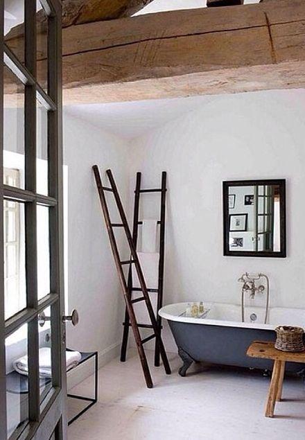 Ideias bem originais de decoração usando escadas nos ambientes.