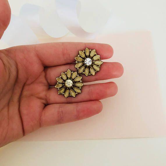 Vintage Earrings - Screw Back Earrings - Flower Earrings - Floral Earrings - Botanical Earrings - Antique Earrings - Old Earrings - Unique