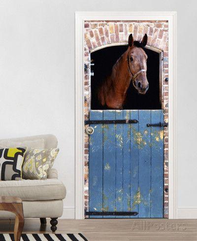 Braunes Pferd im Stall Fototapete Türposter Fototapete