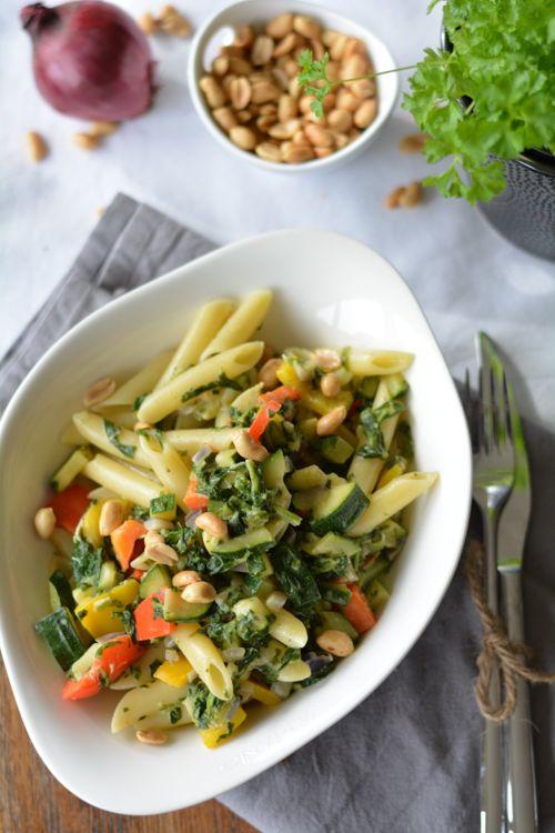 {Umzugshelfer} Erdnuss-Gemüse-Pasta mit Kokosmilch - von Stefanie von  [schmeckt wohl.] (http://schmecktwohl.blogspot.com) - www.kuechenchaotin.de