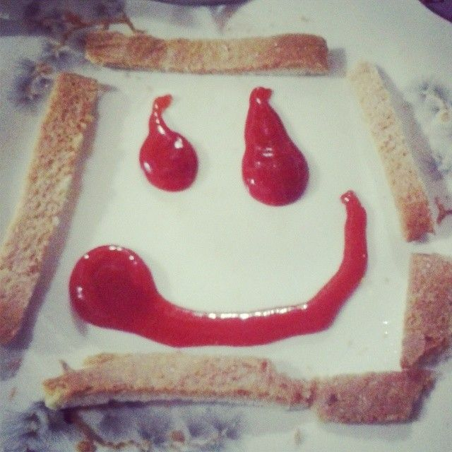 =) #ketchup #pan #pane #pancarrè #comida #cena #smile #feliz #felicità #friends #cucina