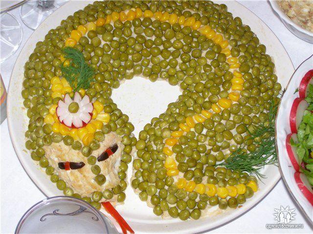 салат оливье в форме змея