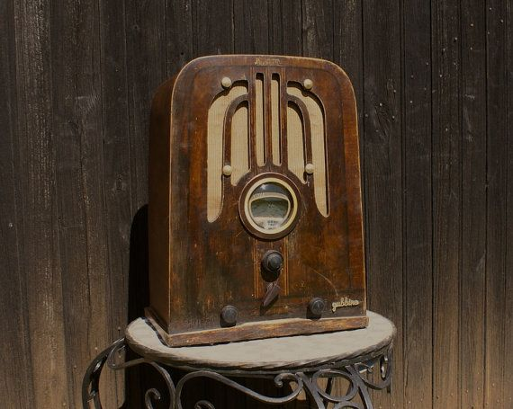 Vintage Radio - Bluetooth connectivity fitted in a restored 1937 US wireless from Philco