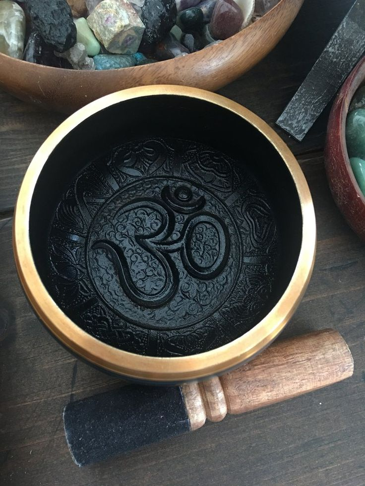 ~Tibetan Singing bowl~ Use singing bowls to meditate, balance chakras, and clear the energy in any room. The mallet is lined with leather for a beautiful flow while circling the bowl. Bowl owl Made wi