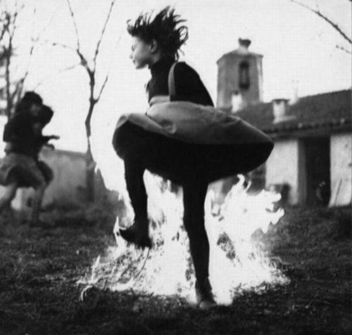 fire dance: Primo Photo, Des Photo, Dance Dance, Fine Photo, Dark Inspiration, Happy People, Fire Dance, Dark Side, Random Photo