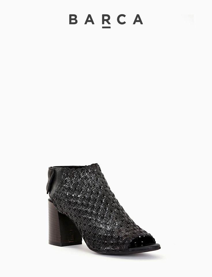 #Sandalo spuntato #tacco 70 con fondo cuoio e soletto in vera pelle, morbida tomaia in pelle intrecciata con fascia di chiusura posteriore con bottoncini automatici.  COMPOSIZIONE FONDO CUOIO, SOLETTO VERA PELLE  CARATTERISTICHE Altezza tacco 7 cm  COLORE #NERO  MATERIALE #PELLE  #shoes #sandali #tacchi #fashionblogger #fashion #heels #scarpe #springsummer