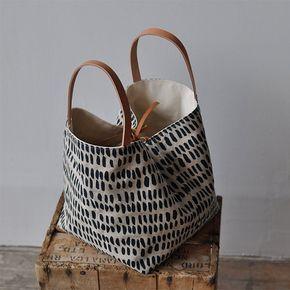 Este hermoso y simple bolso de mano es un gran tamaño para llevar …