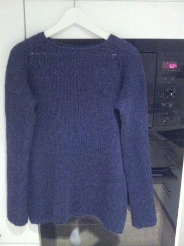 Enkel genser strikket i garnet Hexa fra Du store alpaca, herlig blåfarge Raglanfelling  Strikket etter eget hodet