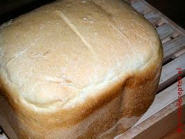 Wit brood uit de broodbakmachine
