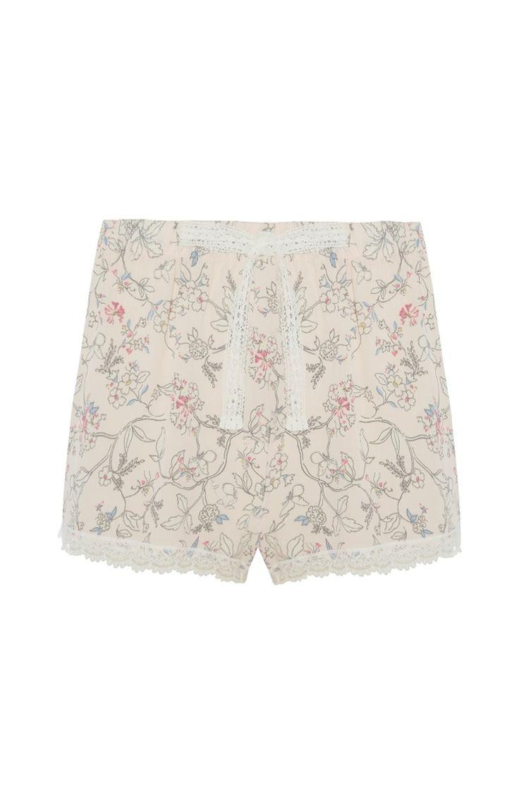 Lichtroze pyjamashort met bloemdessin