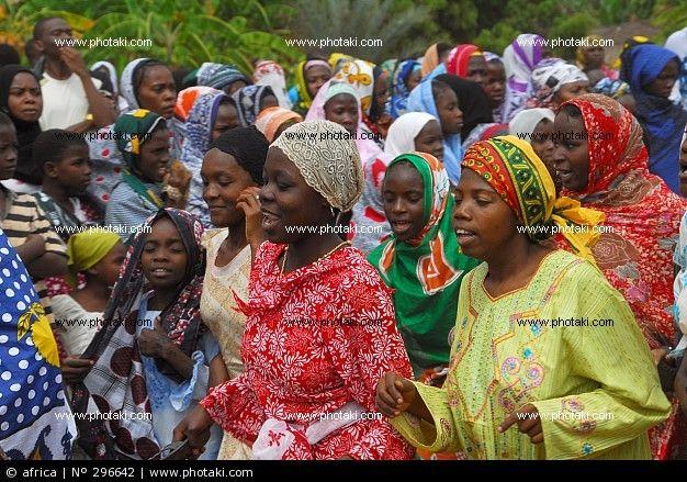 http://www.photaki.com/picture-african-women-running_296642.htm