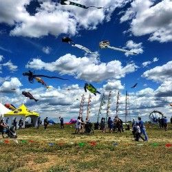 What a gorgeous day for some kite flying! With popcorn, poutine, drinks, music and a great atmosphere there is no reason you shouldn't be here too....