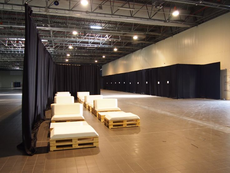 Garderoba w EXPO z systemem Pipe and Drape Lumirent