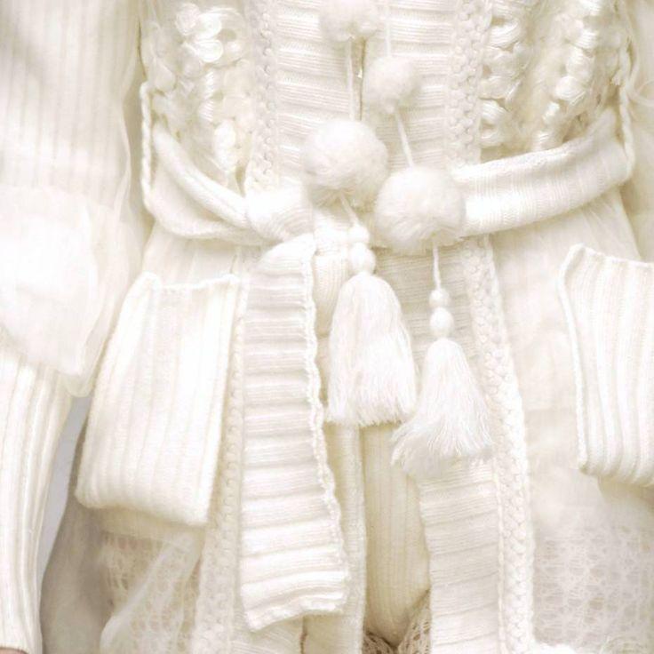 Ispirazioni per #spose #chic www.sposestile.it #personalstylist #paris #love #life #vintage #star #instagood #instagrammersgallery #instadaily #instafashion #matrimonio #instacool #mariage #weddingday #weddingtime #weddingstyle #fashion #fashionblogger #mariageparis #bride #bridal #instabride #hautecouture