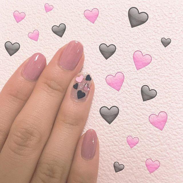 💅💎✨ .  久しぶりに爪伸びてたからネイル💅💓 明日の夜から東京出発やで~😆💕 __ #nail #cute #hart #tat #pink #black #self #セルフネイル #ハート
