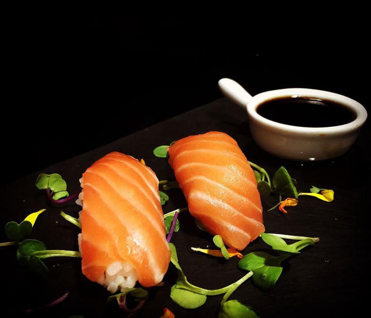 https://flic.kr/p/F8YLVD | Nigiri de salmón | Nigiri de salmón. koketo.es/portfolio/nigiri-de-salmon