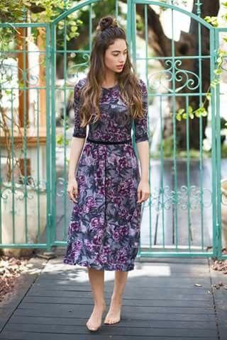 Eerbare kleding. Eng. Modest clothing. Fr. Vêtement modeste. Du. Bescheidene Kleidung. Sp. ropa modesta.