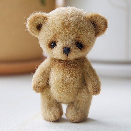 "♡ SEPTEMBER 5th. - ONLINE LEARNING COURSES - SHE'S GOING TO TEACH HOW TO MAKE THIS LITTLE GUY. HIS NAME IS ""THAT'S SUCH A BEAR"". .........AAAAAAAAAAA!!!! HE'S SO SWEET, I WANT TO ""NOMNOMNOM""! (You know what I mean!) ***AND YOU SHOULD SEE HIS BUDDIES!!! ♥A"