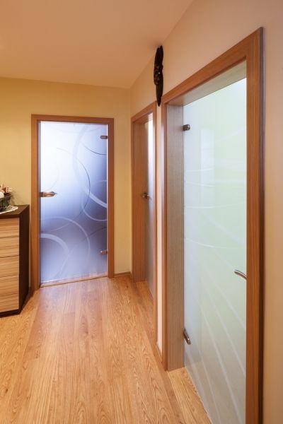 Otočné dveře celoskleněné. Více na http://www.dodo-dvere.cz/cz/k/Skla-a-vitraze.aspx