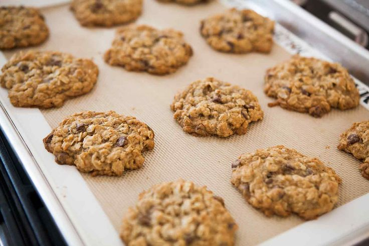 We LOVE these Chewy Oatmeal Chocolate Chip Cookies! Crazy good. #ChocolateChipCookie #ChocolateChip #Cookies #OatmealCookie