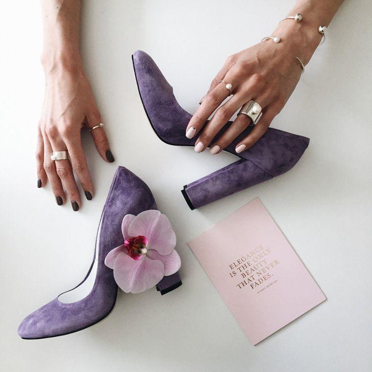 Золушка своим примером показала, как идеальная пара туфель может изменить судьбу❤️Напиши нам и мы станем твоей крестной феей💫  Цена #marsalashoes: 4900 грн  Украшения: @slenzak_prjct😍