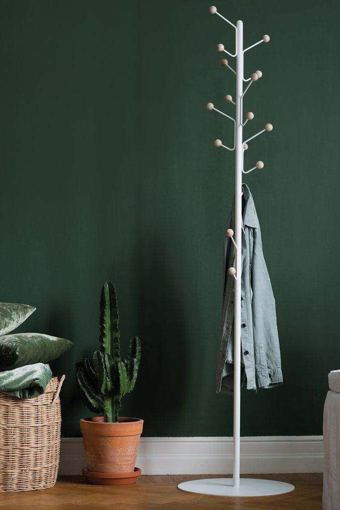 Bill floor hanger - the perfect way to store your clothes. Comes in white, black and grey.