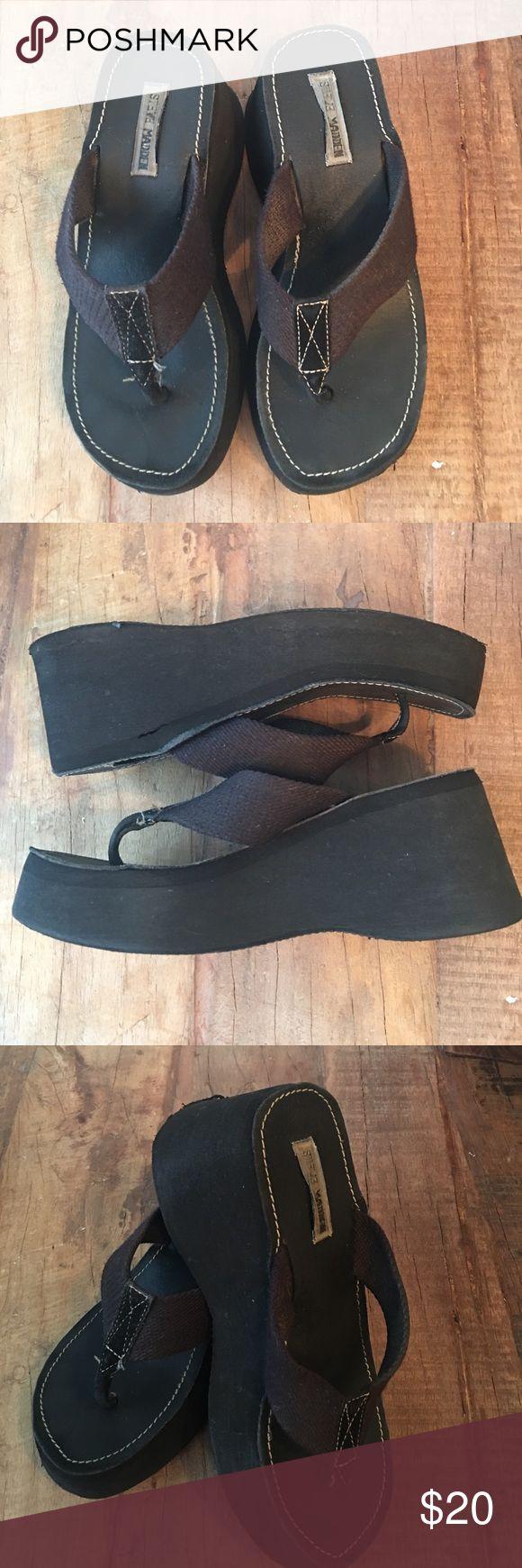 """🖤SM Platform Floos🖤 3"""" Flip Flops by Steve Madden.  Very comfortable.  25% off 3 or more items bundled!!!  Bundle & Save!! Steve Madden Shoes Wedges"""