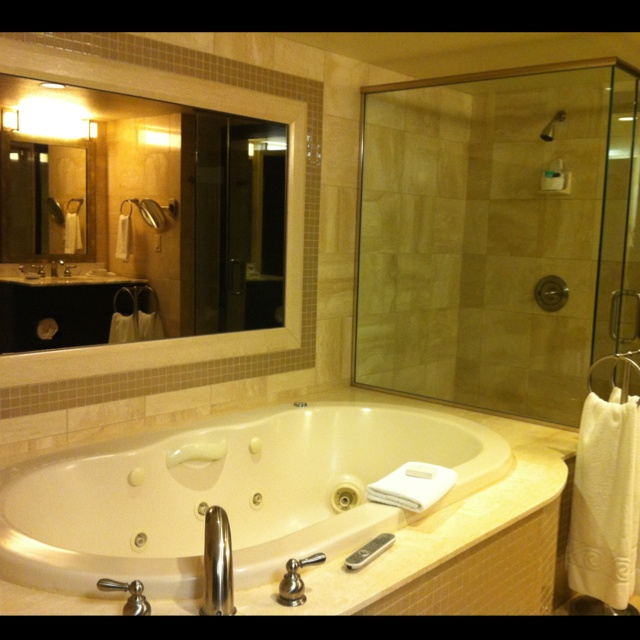 jacuzzi in our hotel room @ reno, nevada | reno lifestyle | pinterest