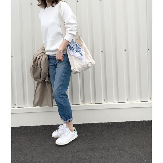 asahi___66ஐ ஐ ஐ ஐ  ஐ 見えてませんが・・・笑 バックが可愛いサーマル◡̈*✿ ஐ ஐ  #tops...#pheeny  #denim...#R.H. Vintage  #shoes...#adidas  #ootd#fashion#coodinate#code#ponte_fashion#loveit#fashionstyle#ronherman#denimlove#フィーニー#ロンハーマン#スタンスミス#ママコーデ#着回しコーデ#スニーカー女子#大人カジュアル#プチプラコーデ#サーマル#トレンチコート#ハイウエストデニム#今日のコーデ