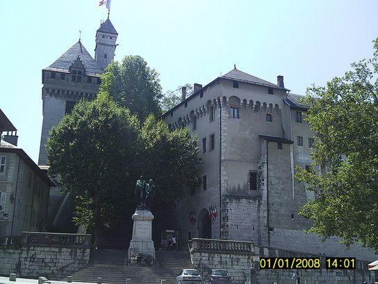 Castello dei Duchi di Savoia - Chambery Foto di Iaphet Elli www.eventinews24.com http://www.scoop.it/t/travel-pictures