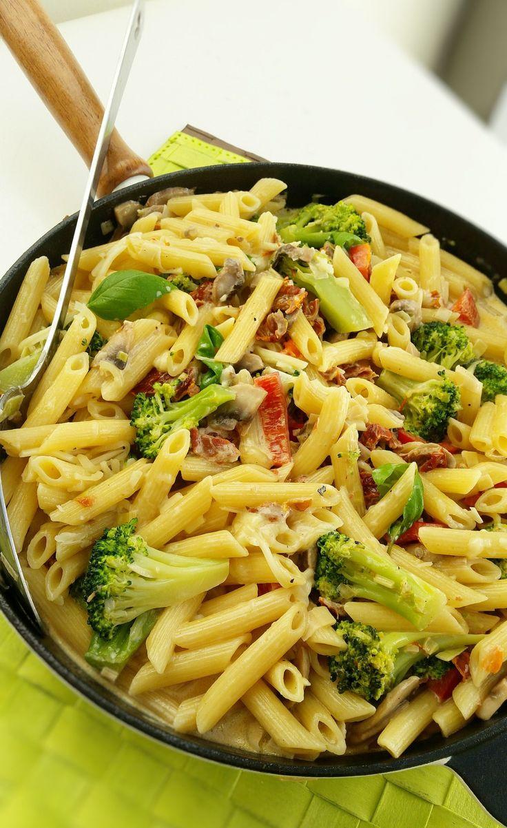 Pasta med broccoli och soltorkad tomat - ZEINAS KITCHEN