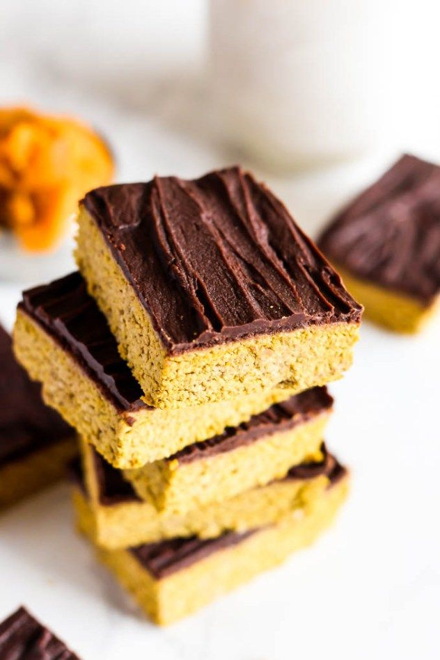 Celebrate fall with these Chocolate Pumpkin Protein Bars -