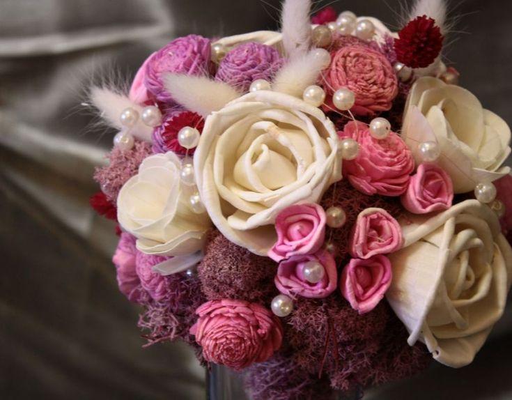 Rózsaszín rózsás menyasszonyi csokor