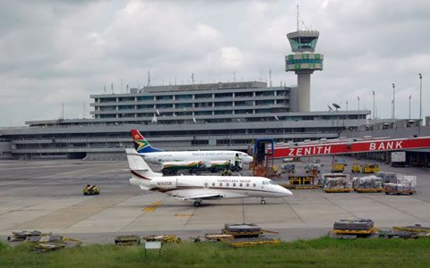 Recordemos que la semana pasada la línea aérea nigeriana Associated Airlines tuvo un accidente con una de las aeronaves de su flota, dejando como saldo a 13 personas fallecidas, lo que le obligó a la autoridad aeronáutica de ese país a suspender las operaciones aéreas durante el viernes.