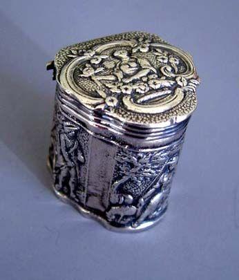 Sterling lidded thimble box