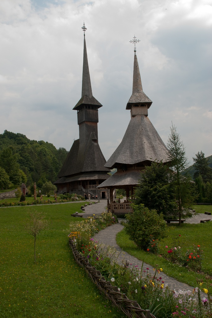 Source: http://only-romania.com/2013/01/barsana-monastery/