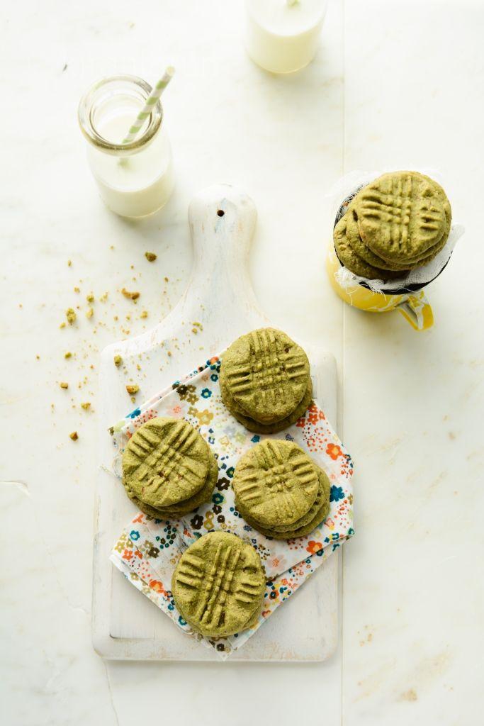 Almond & matcha green tea cookies