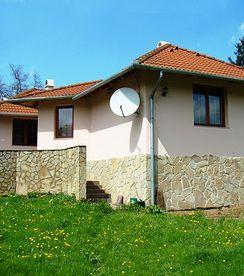 Neuwertiges Haus  - 3-Zi.  und 1080 qm Land - nur 8 KM vom Balaton - Preis CHF 59'000 (3700m2 Weide)