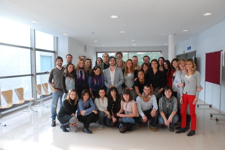 I promoción de Expertos en Periodismo Gastronómico y Nutricional de la UCM. Foto de grupo con Quique Dacosta y Xavier Agulló. Año 2010.
