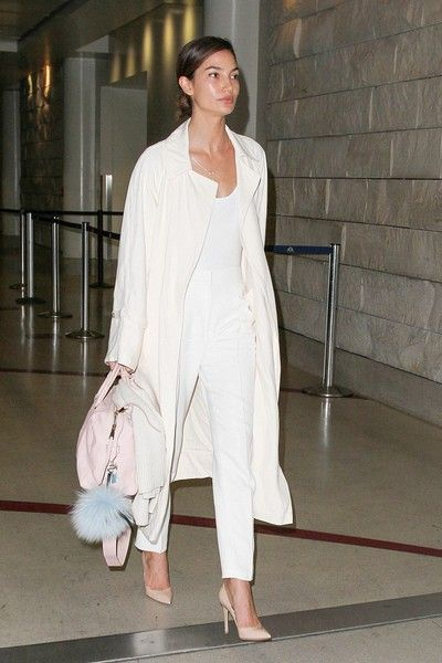 Lily Aldridge Photos - Lily Aldridge at LAX - Zimbio