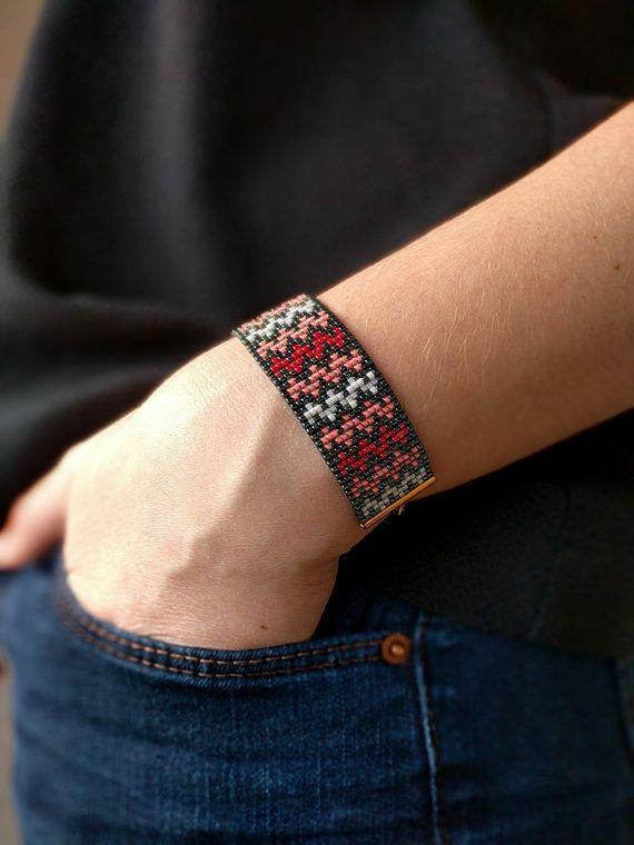 Miyuki beaded bracelet  Chevron pattern by jolieeM on Etsy